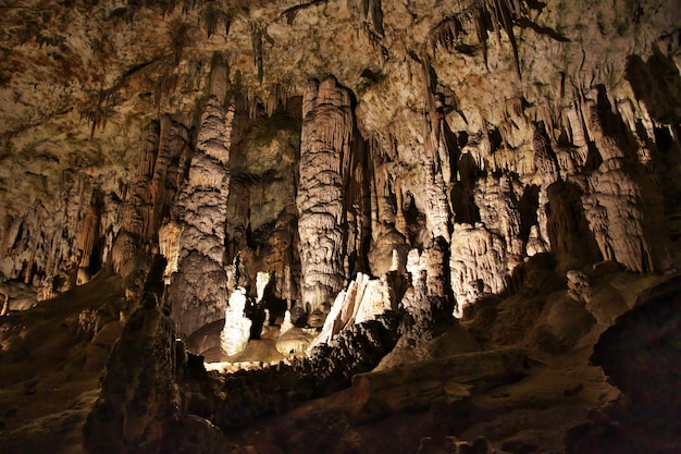 Cavernas de postojna nas montanhas da eslovênia Foto Premium