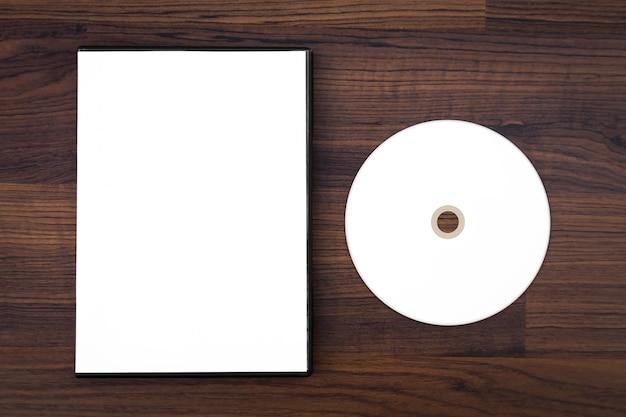 Cd em branco e caixa de cd Foto gratuita