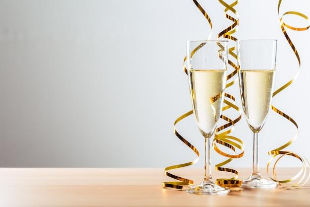 Celebração da véspera de ano novo com champanhe Foto Premium