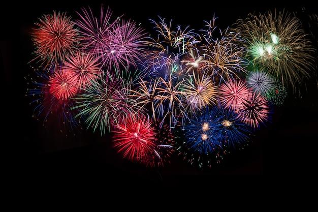 Celebração incrível multicoloridos fogos de artifício cintilantes Foto Premium