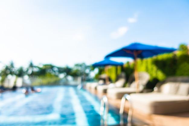Cena borrada de piscina ao ar livre no hotel resort Foto gratuita