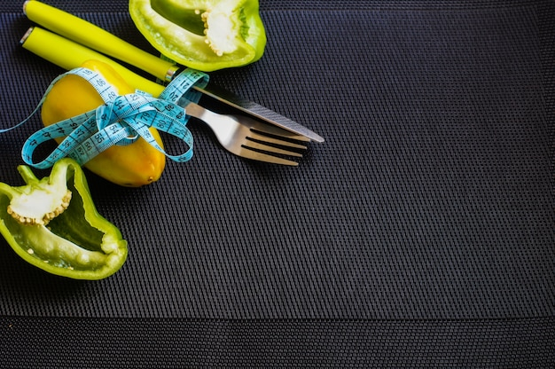 Cena de dieta com pimenta fresca Foto Premium
