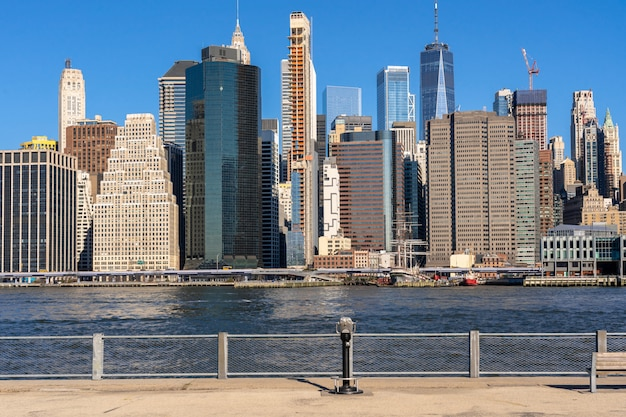 Cena do lado do rio da paisagem urbana de nova york, que local é mais baixo manhattan, arquitetura e construção Foto Premium