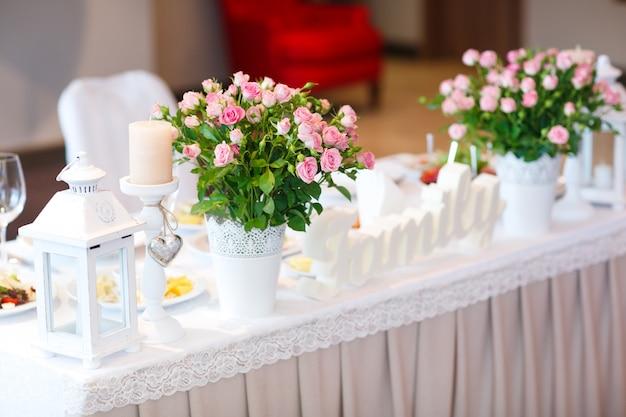 Cenário de mesa de casamento Foto Premium