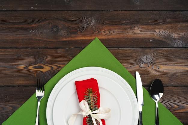 Cenário de mesa festiva para o jantar de natal, vista superior Foto Premium