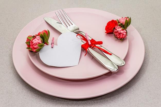 Cenário de mesa romântica para dia dos namorados Foto Premium