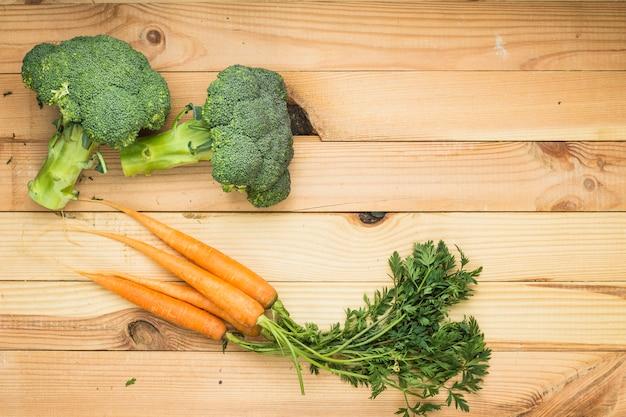 Cenouras e brócolis Foto gratuita