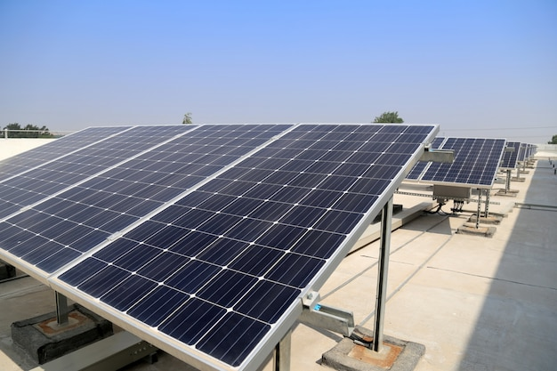 Central de energia solar Foto gratuita