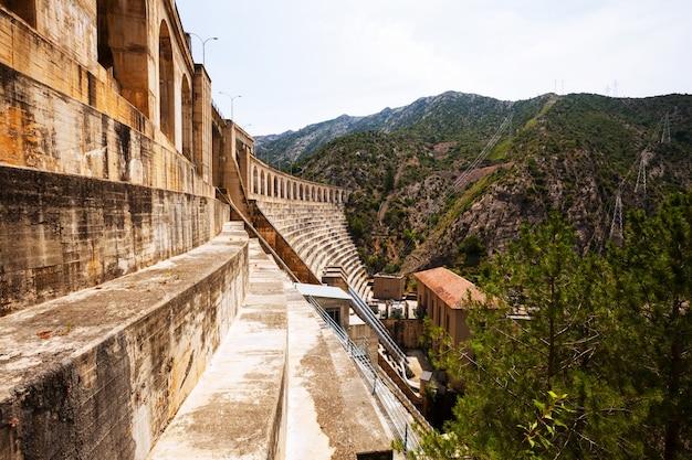 Central hidroeléctrica em segre Foto gratuita