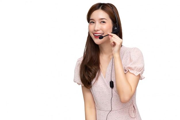 Centro de atendimento asiático novo isolado sobre fundo branco, vendas de telemarketing ou operadores de serviço ao cliente no conceito de fones de ouvido Foto Premium