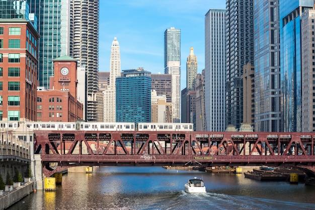 Centro de chicago e rio Foto Premium