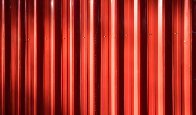 Cerca de ferro ondulado vermelho Foto gratuita