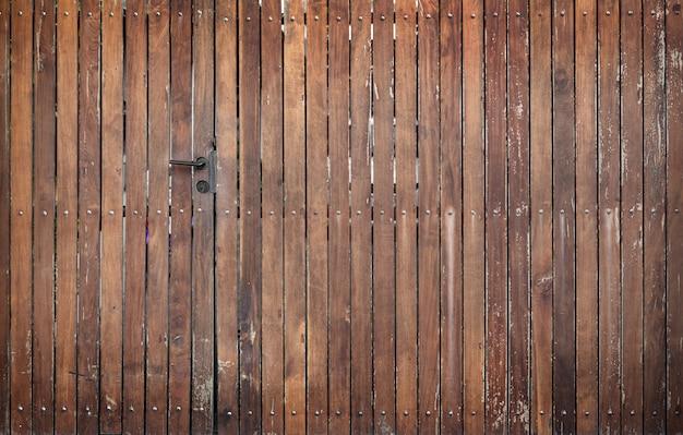 Cerca de madeira e porta exterior fundo Foto Premium