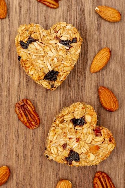 Cereal em forma de coração com amêndoa Foto gratuita