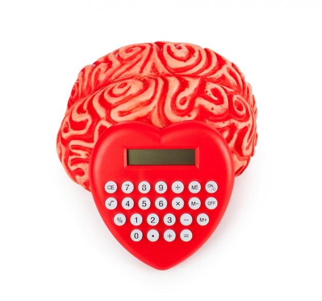 Cérebro de borracha humana com coração de calculadora em forma Foto Premium