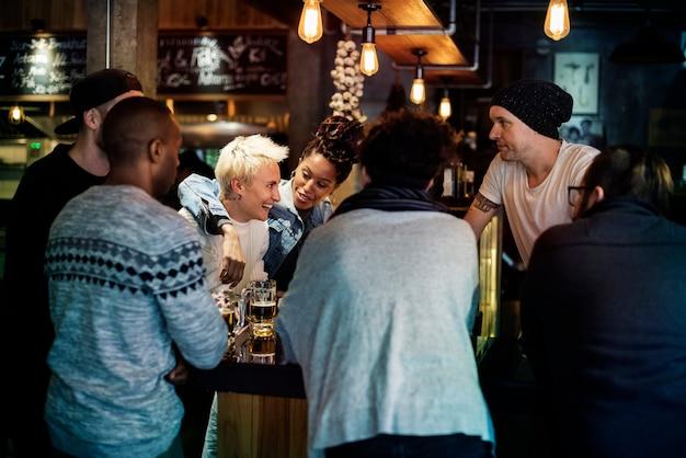 Cerveja artesanal bebida cerveja bebida alcoólica celebrar refresco Foto gratuita