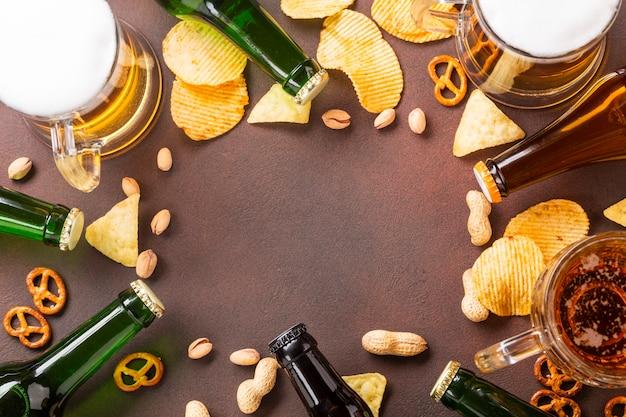 Cerveja de vista superior com espaço de cópia Foto gratuita