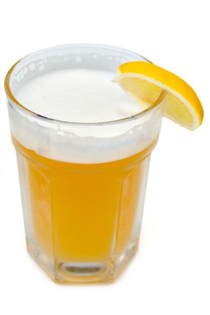 Cerveja leve não filtrada com espuma Foto Premium