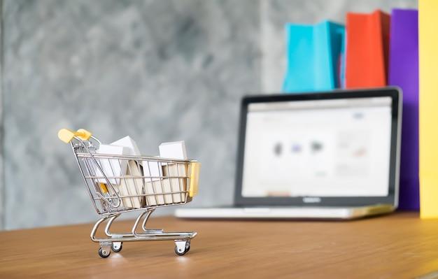Cesta eletrônica caixa de compras eletrônicas Foto gratuita