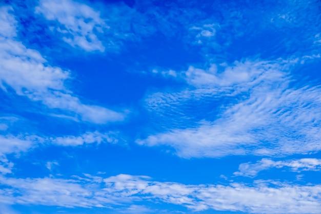 Céu azul com fundo de nuvens Foto Premium