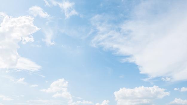 Céu azul fantástica Foto gratuita