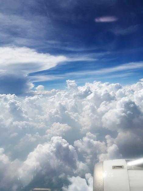 Céu cheio de nuvens Foto gratuita