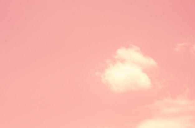 Céu cor-de-rosa com fundo borrado do teste padrão Foto Premium