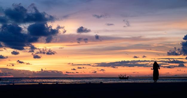 Céu do por do sol em tailândia. Foto Premium