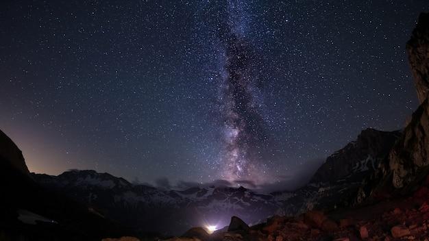 Céu estrelado capturado em alta altitude no verão Foto Premium