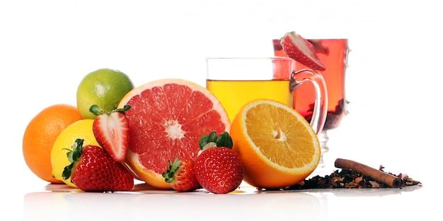 Chá com frutas frescas Foto gratuita