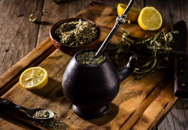 Chá de erva de bebida quente latino-americana Foto Premium