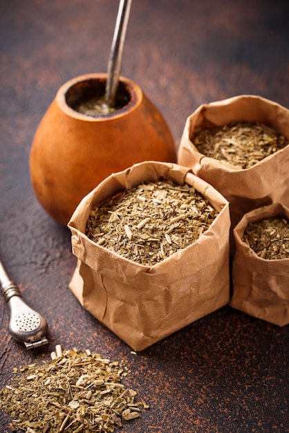 Chá de erva-mate com cabaça e bombilla Foto Premium
