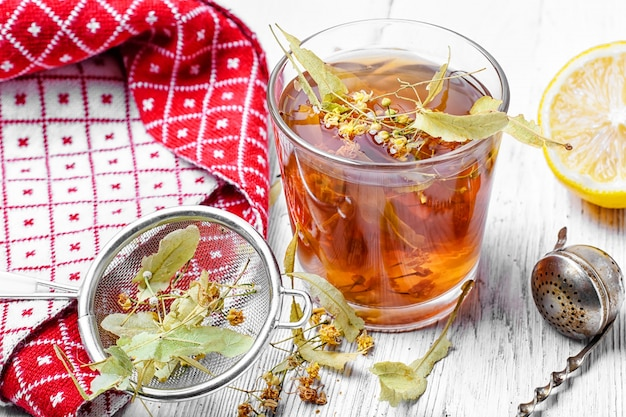 Chá de ervas linden Foto Premium