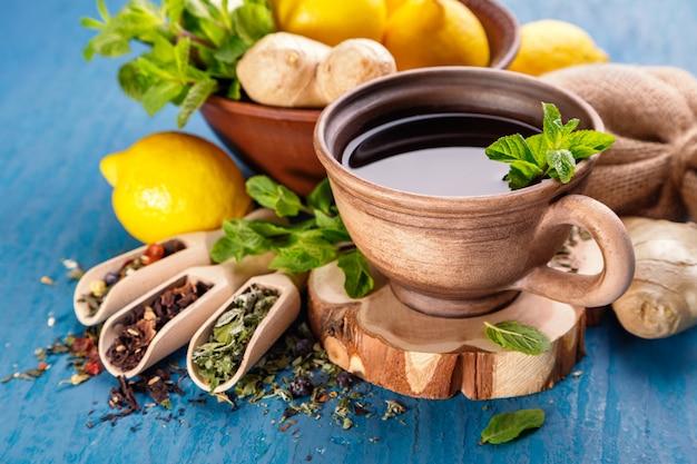 Chá de ervas saudável Foto Premium