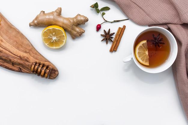 Chá de limão com ingredientes naturais de cura Foto gratuita
