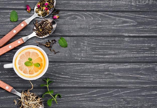 Chá de limão e mel com espaço para texto Foto gratuita