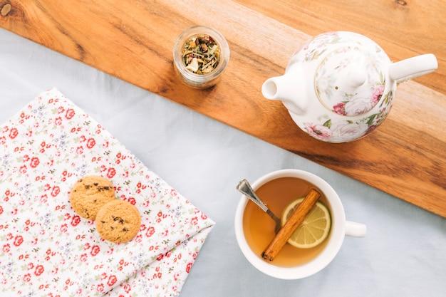 Chá decorativo ainda vida Foto gratuita