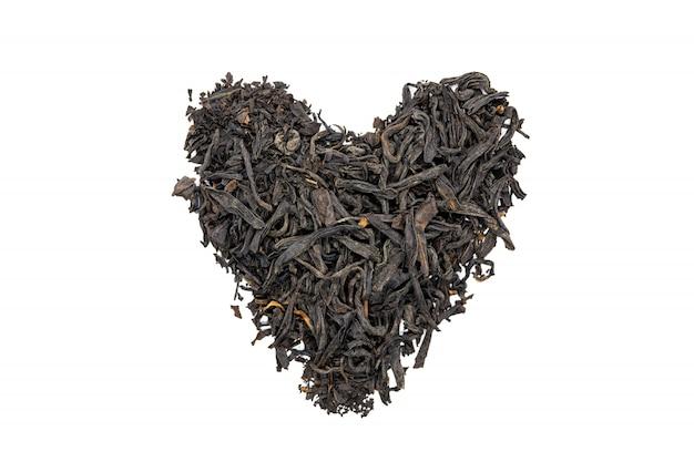 Chá do souchong de lapsang, ascendente coração-dado forma, isolado, próximo. Foto Premium