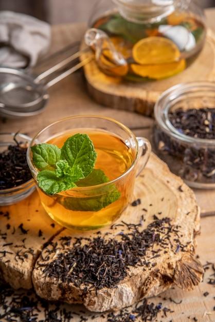 Chá fresco com limão e hortelã Foto gratuita