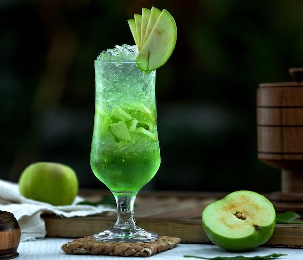 Chá gelado caseiro com maçã Foto gratuita