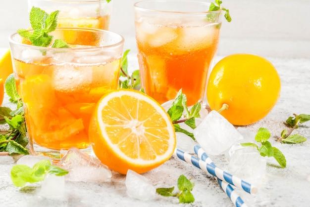 Chá gelado com limão e hortelã Foto Premium