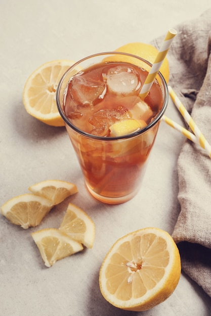 Chá gelado com limões Foto gratuita