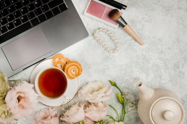 Chá inglês ao lado para fazer as pazes Foto gratuita