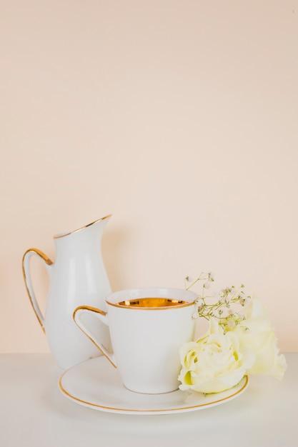 Chá inglês em composição elegante Foto gratuita