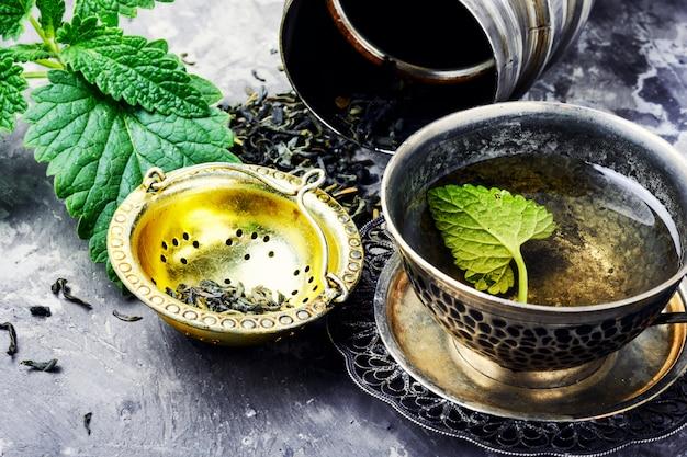 Chá verde de melissa Foto Premium
