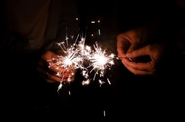 Chama luz de diamante brilhando nas mãos de mulher amigo segurando no fundo da noite Foto Premium