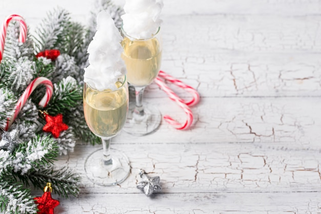 Champanhe ou prosecco com algodão doce Foto Premium
