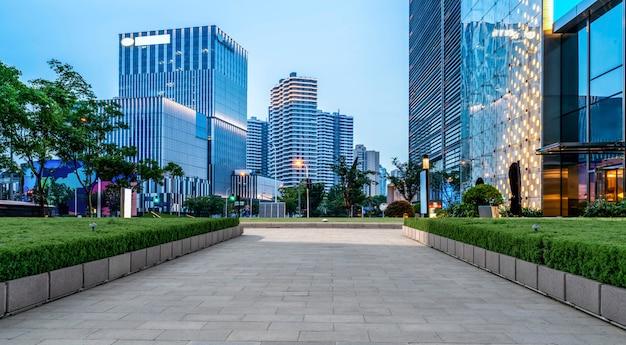 Chão de estrada e paisagem arquitetônica moderna urbana Foto Premium
