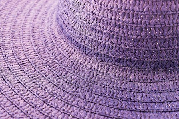 Chapéu de palha isolado no fundo branco Foto gratuita
