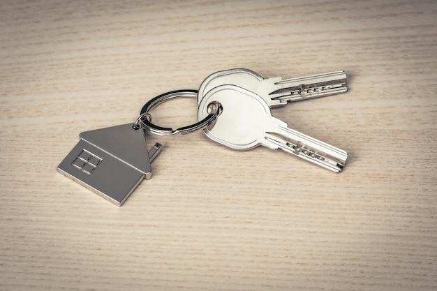 Chaves e chaveiros em madeira Foto Premium